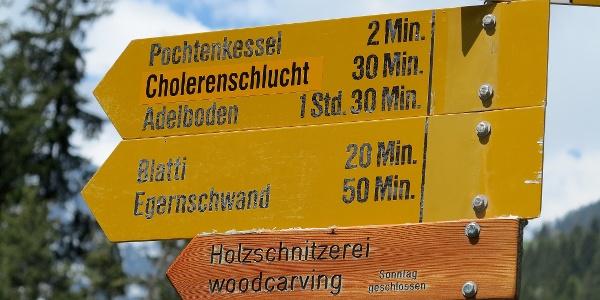 Die Rundtour verläuft auf markierten Wanderwegen.