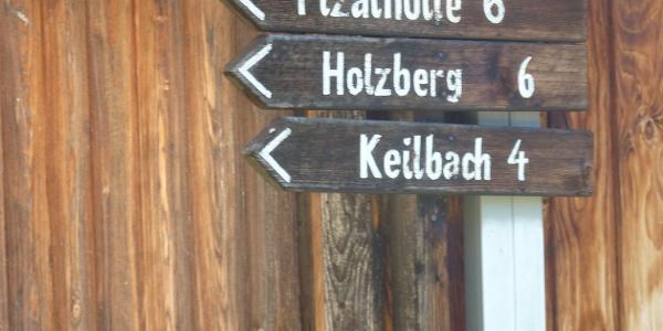 Alte Wegweiser in Steinhaus - Segnali indicatori in Cadipietra