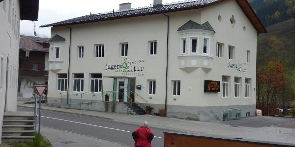 Jugend- und Kulturzentrum -  Centro giovanile e culturale