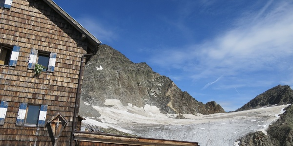 Zwickauerhütte mit Blick auf Planferner