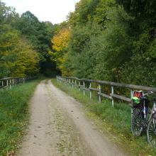 Eisenbahntrasse als Radweg unterhalb Reetz