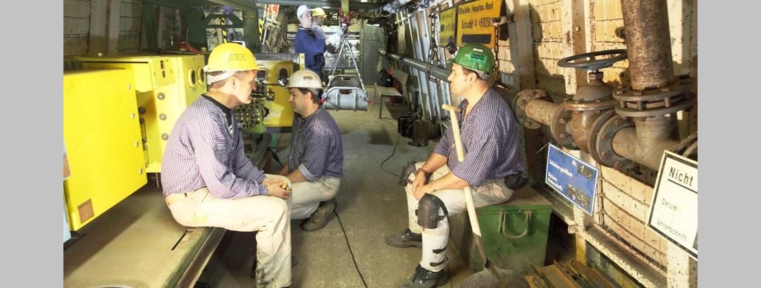 Bergleute im Lehrstollen