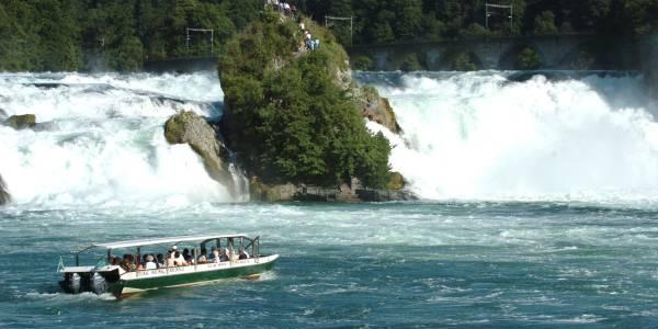Rheinfall mit Boot zum Felsen