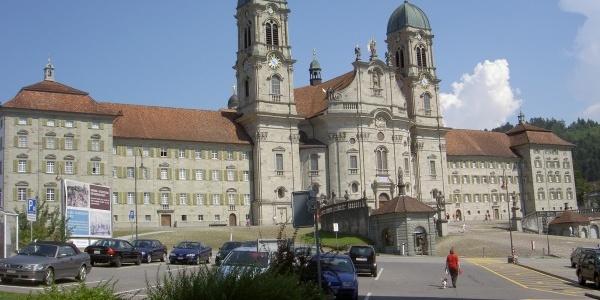 Nichts führt am barocken Kloster Einsiedeln vorbei