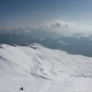 Blick in die Schneeflanke nördlich des Piz Beverin
