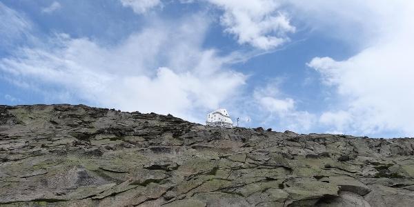 Die Monte Rosa Hütte kommt immer näher - bald ist es geschafft