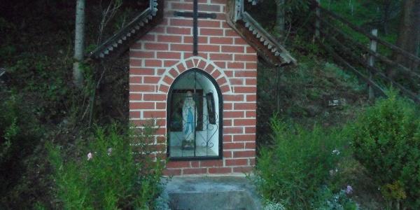Almhausweg: Kapelle Nähe Bauernhof vulgo Schlatzer