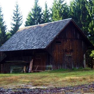 Jagdhütte an der Forststraße