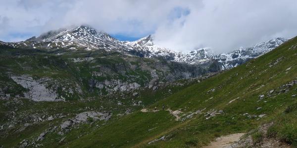 Auf dem Weg zwischen Naraus und Segnesboden.