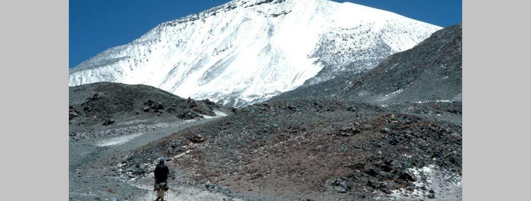 Ojos del Salado 6893 m in Chile