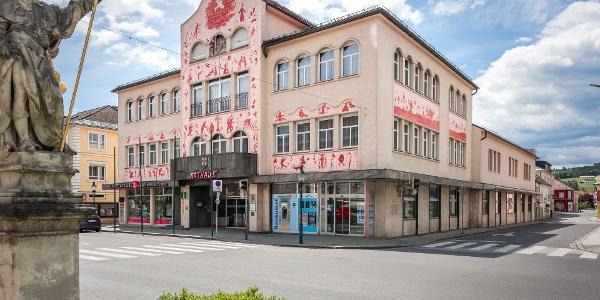 Blick auf das Arik-Brauer-Rathaus in Voitsberg