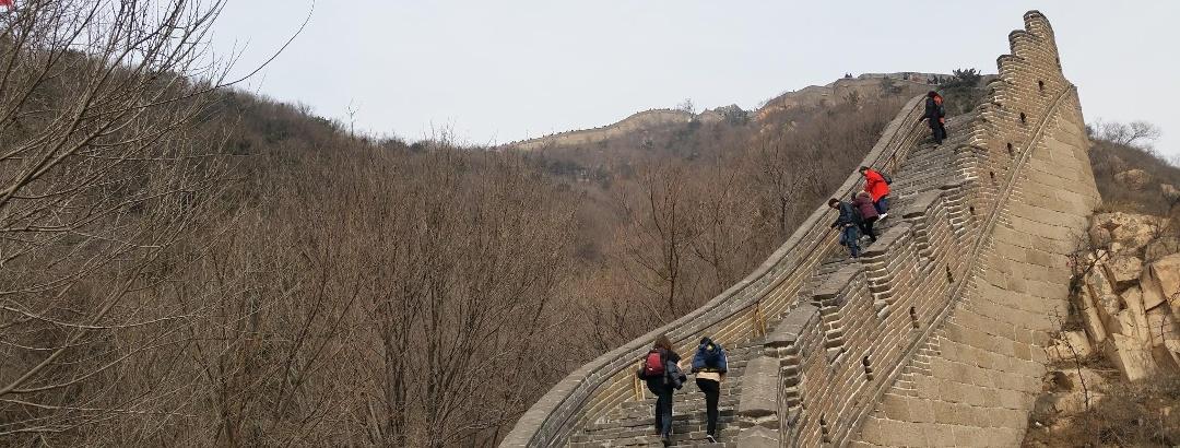 Ein Steiler Abschnitt der Chinesischen Mauer bei Badaling