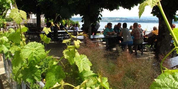 Lauschige Terrasse über dem Bielersee.