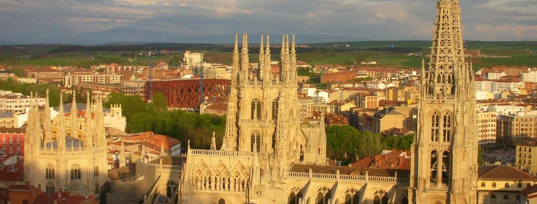 Die mächtige Kathedrale dominiert das Stadtbild von Burgos