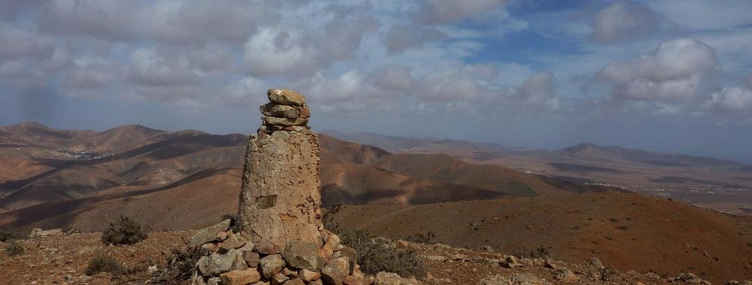 Gipfelsäule am Gran Montaña