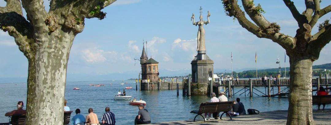 Blick vom Konstanzer Stadtpark auf die Imperia-Statue.