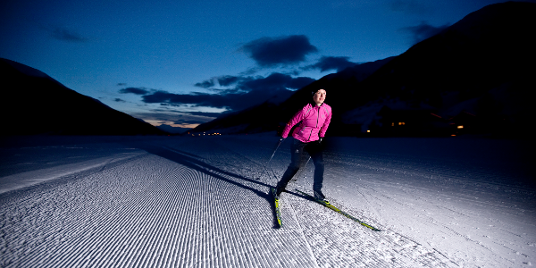 Cross-country skiing by night at the Nachtloipe in Obergoms