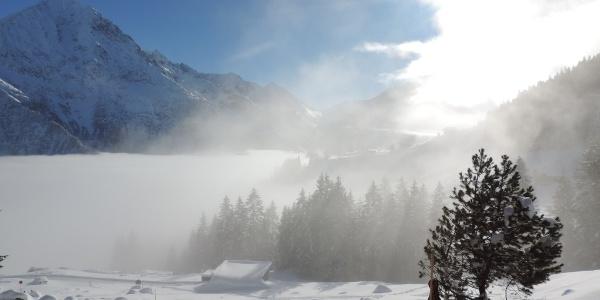 Nirgends ist die Stimmung im Winter mystischer als rund um den Arnisee