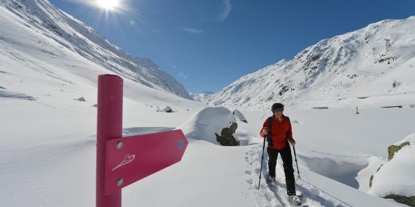 Die Schneeschuhtrails im Urserental sind mustergültig signalisiert