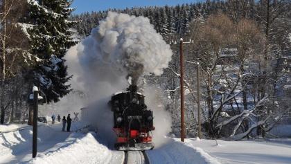 IV K 99 1590 mit Personenzug bei der Ausfahrt aus dem Bf. Schmalzgrube