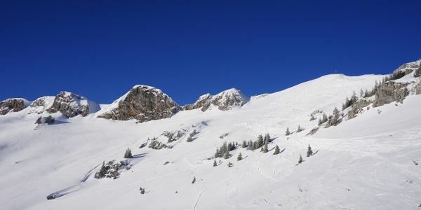 Rotwandgipfel (rechts/verschneit) und Rotwandkopf