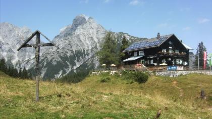 Mödlinger Hütte, dahinter der Reichenstein
