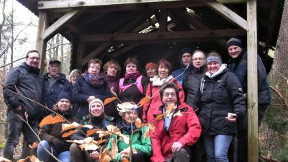 Die aktive Wandergruppe an der Kirschbaumhütte