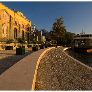 The lake promenade in front of the hydroelectric power plant