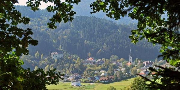 Gemeinde Himmelberg - Ortskern mit Schloss Biberstein und Pfarrkirche - Südostansicht