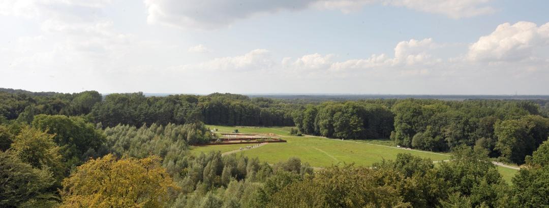 Blick vom Museumsturm über das antike Schlachtfeld