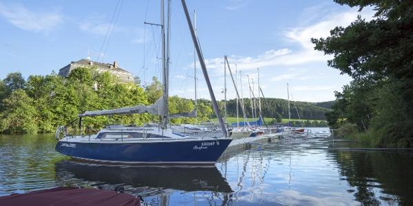 Boote an der Talsperre Pirk