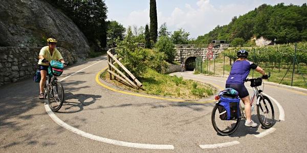 Der Radweg neben Passo San Giovanni