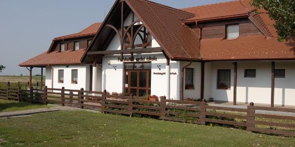 Fecskeház Természetiskola és ifjúsági szálló