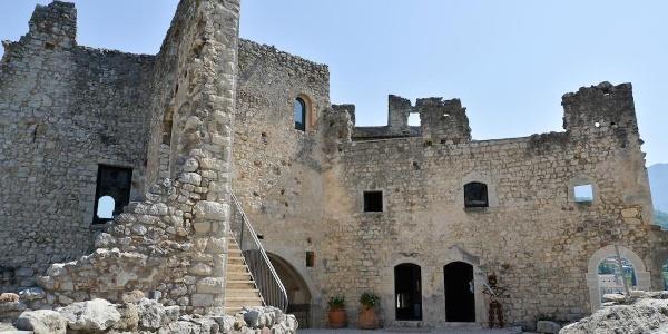 Das Innere der Burg von Drena