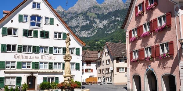 Der charakterischtische Dorfbrunnen von Walenstadt