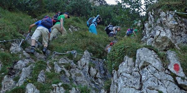 Eine Wandergruppe im Nordwandsteig