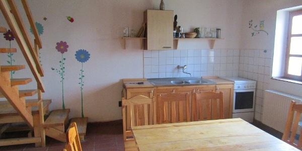 A Pásztorszállás konyhájában kb. 20 fő tud leülni,  de a pergolával fedett teraszon jóval többen is elférnek