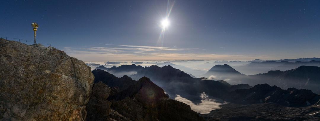 Zugspitze bei Vollmond