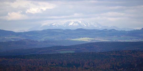 A Schneeberg orma Burgenland hátterében