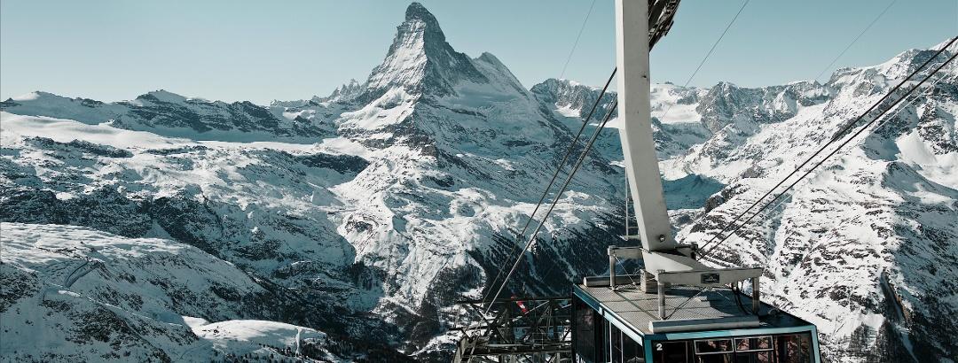 Pendelbahn Blauherd-Rothorn mit Blick auf das Matterhorn