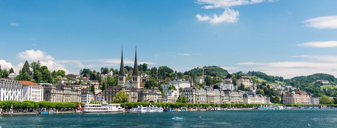 Blick auf Luzern vom Vierwaldstättersee aus