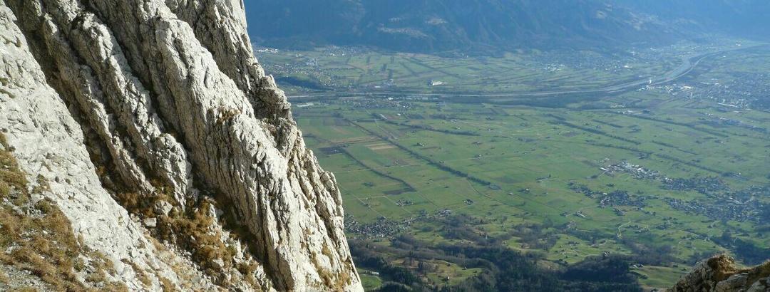 Kurzer Abstieg zum Einstieg der Kletterrouten