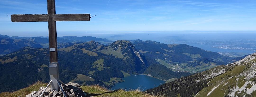 Gipfelkreuz auf dem Zindlenspitz.