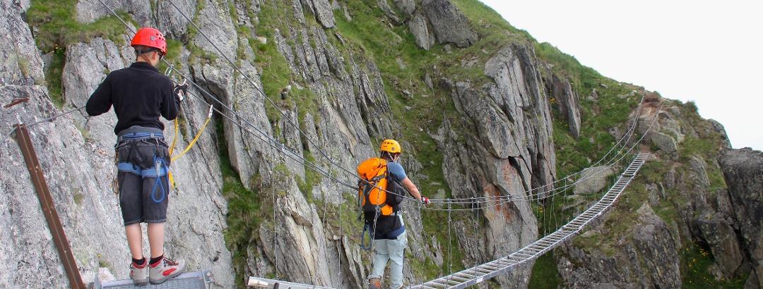 Die erste Brücke kurz hinter dem Einstieg am Klettersteig Eggishorn.