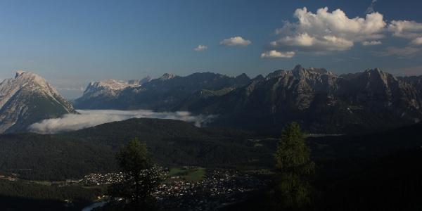 Blick Richtung Seefeld und Wettersteingebirge