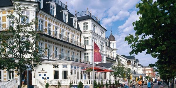 Die strahlend weiße Bäderarchitektur auf Usedom ist ein ganz besonderer Blickfang, auch hier im Seebad Zempin