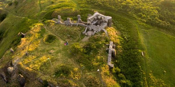 Zrúcanina hradu Csobánc z výšky