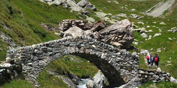 Steinbrücke auf der südseite des Septimer.