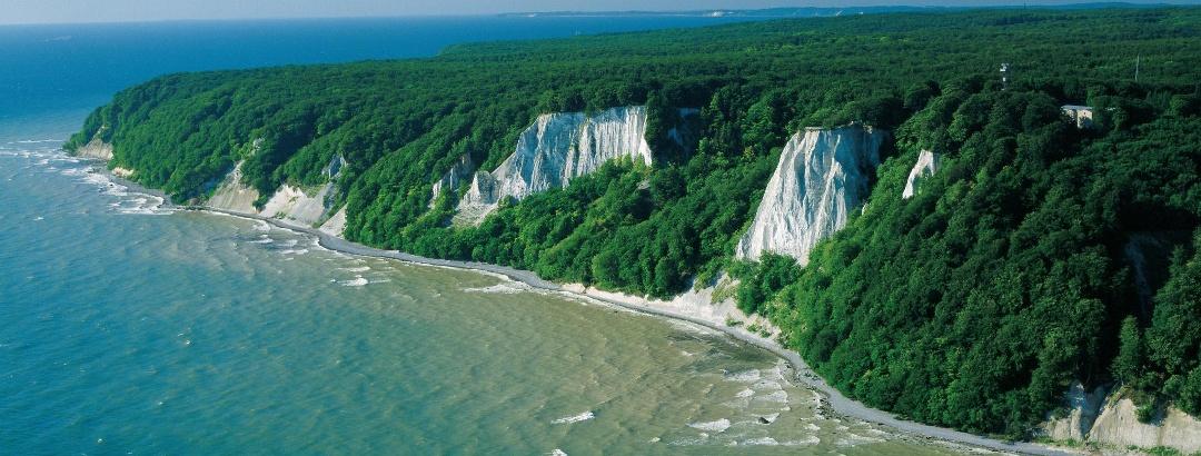Imposant-Die weißen Kreidefelsen sind das Wahrzeichen der größten Insel Deutschlands