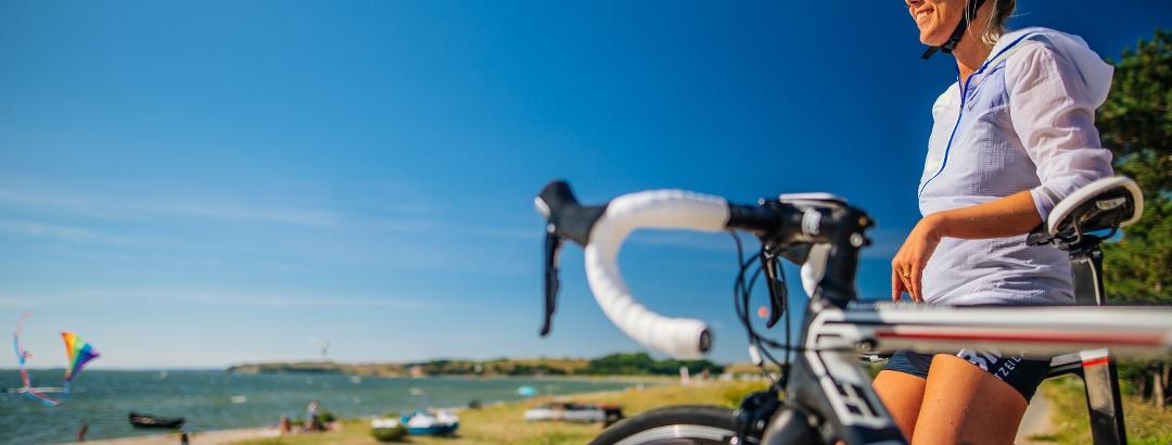 In der Region Thiessow führen viele Radwege direkt an der Küste entlang